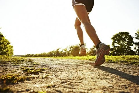 Legs-of-a-young-woman-running