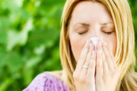 PROD-Woman-Sniffing-and-sneezing